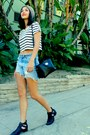 Sky-blue-levis-shorts-black-cropped-striped-urban-outfitters-t-shirt