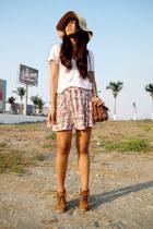 pull&bear boots - nude Bershka hat - brown pull&bear bag - pink flower print Zar