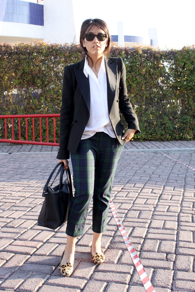 black Zara blazer - black Zara bag - brown leopard Zara loafers