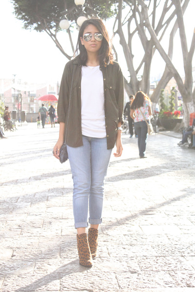 white Zara t-shirt - bronze leopard Zara boots - sky blue Levis jeans