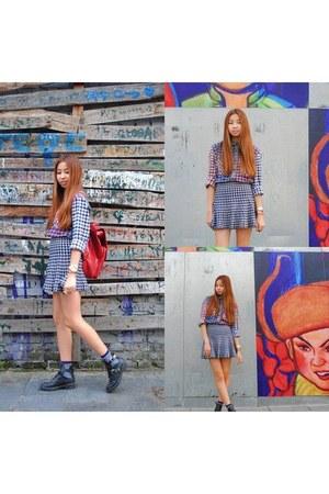black leather Zara boots - blue cotton Uniqlo shirt
