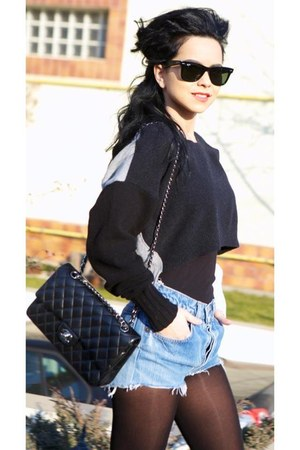 black Chanel purse - black Ray Ban glasses