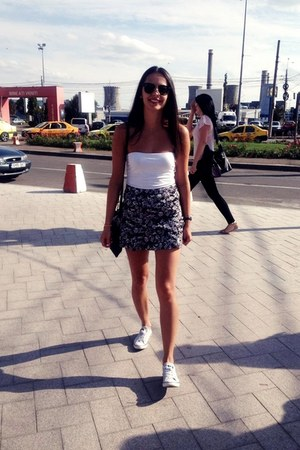 silver Converse shoes - black clubmaster ray-ban sunglasses - pull&bear skirt