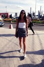 Silver-converse-shoes-black-clubmaster-ray-ban-sunglasses-pull-bear-skirt