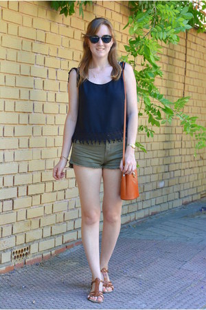 black Lefties top - tawny Pia Sassi bag - army green Pull & Bear shorts