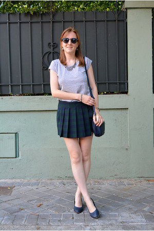 navy Vogue & LV shoes - navy Paco Martinez bag - dark green Zara shorts