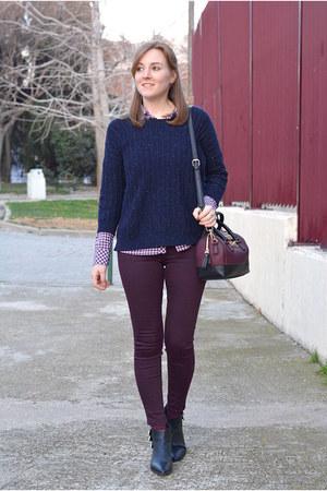 navy Mango sweater - black Adela Gil boots - white Stradivarius shirt