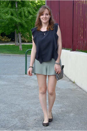 gray Pull & Bear shirt - heather gray suiteblanco bag