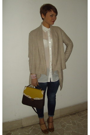 camel H&M cardigan - white H&M shirt - bronze Primark shoes - brown Buy in camde