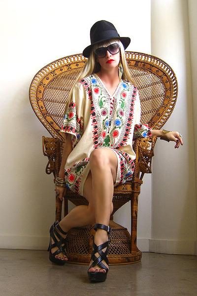 beige GirlOnAVine dress