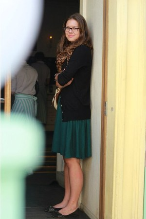 random brand scarf - black Zara cardigan - forest green American Eagle skirt
