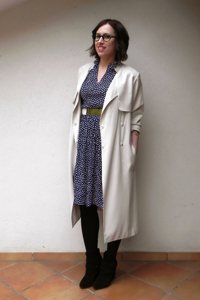 neutral H&M coat - black Stradivarius boots - navy Twitch Vintage dress