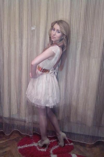 beige shoes - beige dress