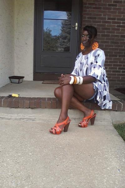 H&M shirt - denim shorts Mimi Maternity shorts - BCBG sandals