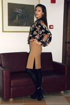 black vintage blouse - black suede H&M heels