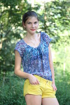 blue Mango blouse - gold Kvl shorts