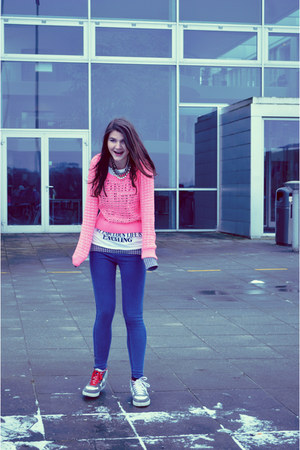 gray cardigan - hot pink H&amp;M sweater - navy leggings - white t-shirt