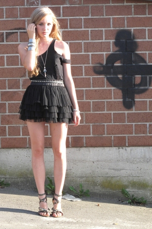 shirt - skirt - shoes - belt - necklace - accessories