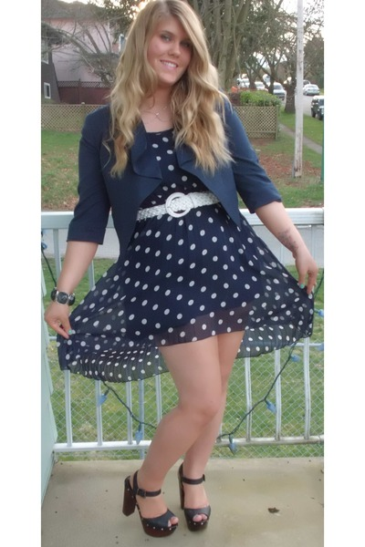 Shoes with black polka dot dress