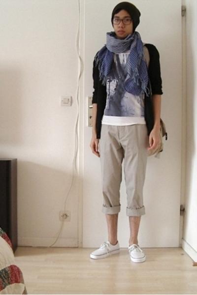 H&M hat - scarf - H&M t-shirt - pants - Vans shoes