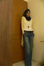 Blue-pashmina-scarf-yellow-random-cardigan-white-random-t-shirt-blue-mark-