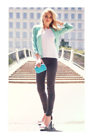 dotted collar necklace - colored skinny jeans - flyaway blazer - bag