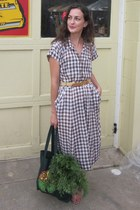 brown gingham vintage dress - green farmers market bag