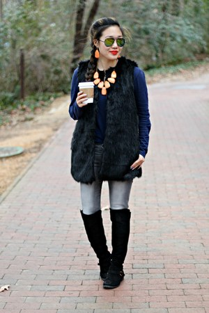 orange The Glam Cave necklace - black Boohoo boots