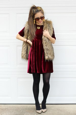 maroon velvet Impressions Boutique dress - black Kushyfoot tights