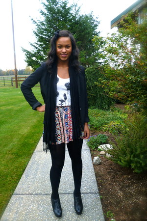 ivory panda delias top - black Gap blazer - black scarf