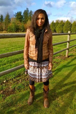 brown cowboy boots - bronze leather Guess jacket - black scarf