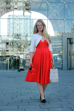 red fifties thrifted vintage dress - silver Wereldwinkel bag
