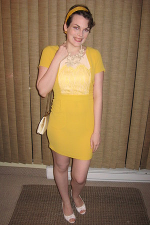 yellow modcloth hair accessory - gold Ark & Co dress - cream vintage purse