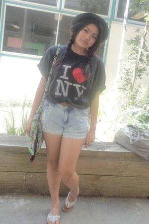 black hat Universal Store hat - red indian bag bag - denim shorts Valley Girl sh