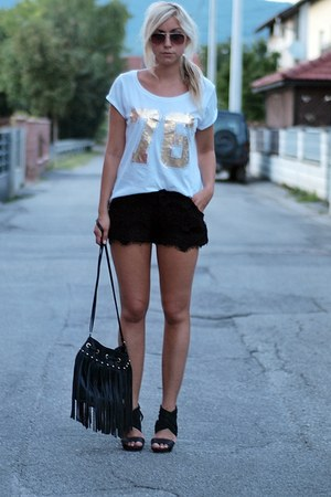 white New Yorker t-shirt - black hm bag - black lace shorts - black heels