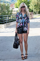 leather Bershka shorts - floral print Stra blouse