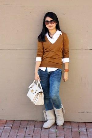 white shirt - off white boots - navy jeans - burnt orange sweater - ivory bag