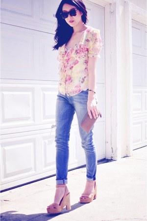 light blue slouch skinny item jeans - brown tortoise Karen Walker sunglasses