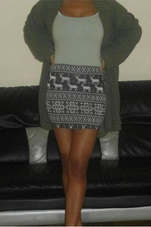 skirt - green tank top top - fleece green sweatshirt