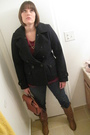 Brown-boots-blue-levi-jeans-gold-vintage-necklace-red-american-eagle-coat-