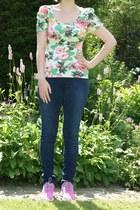 ivory floral t-shirt H & M t-shirt - blue H & M jeans