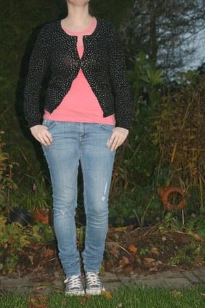 black polkadot vest H & M vest - sky blue ripped jeans H & M jeans
