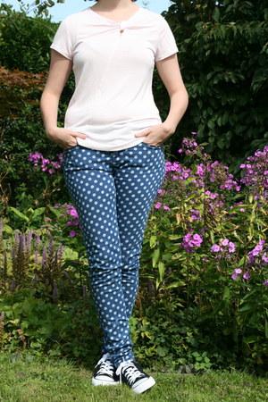 light pink H & M t-shirt - blue polkadot jeans Primark jeans