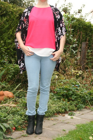 hot pink bright top Mango top - black ankle boots H & M boots