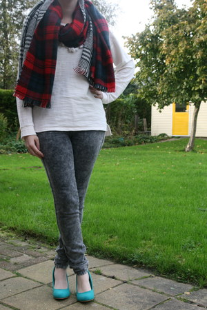 MS Mode scarf - Bershka jeans - sweater H & M sweater - pumps Scapino pumps