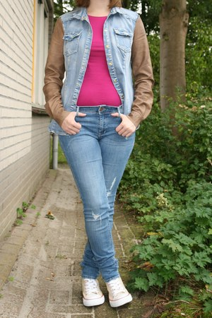 hot pink Takko fashion t-shirt - blue H & M jeans - sky blue Vero Moda blouse