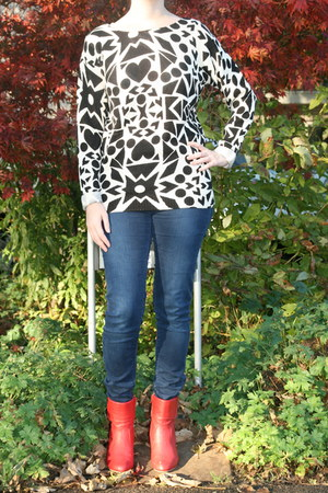 printed sweater H & M sweater - red ankle boots Taft Shoes boots
