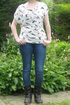 eggshell bird t-shirt H & M t-shirt - dark brown De Schoenenreus boots