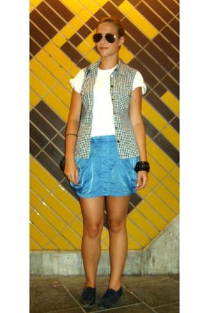 Ray Ban sunglasses - Zara skirt - e-bay shoes - Daddys t-shirt - Levis blouse