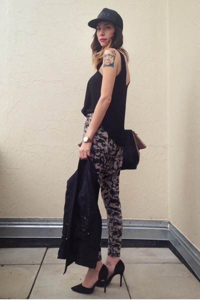 heather gray harem Forever 21 pants - black snapback TRVE hat